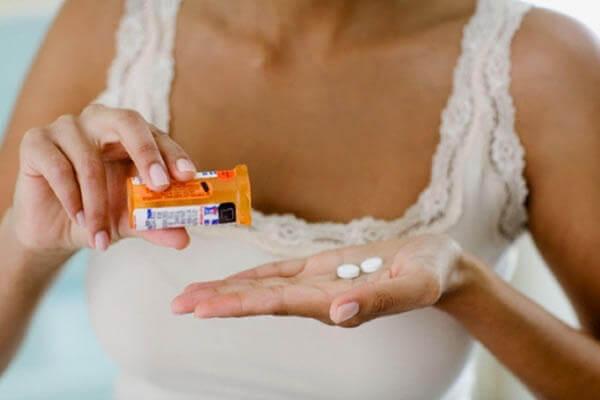 Неконтролируемый прием гормональных препаратов может стать причиной патологического процесса